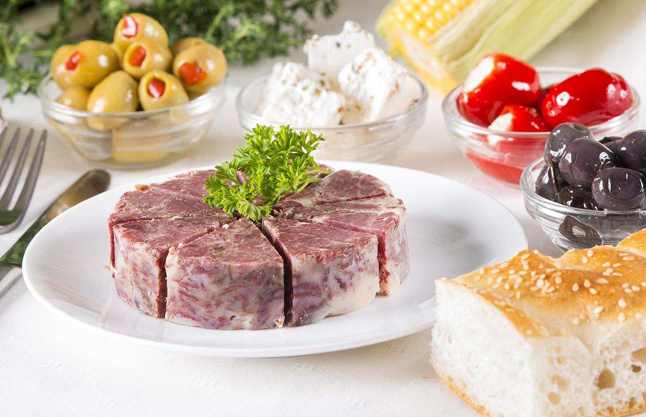 Kavurma vlees kan alleen, als hoofdgerecht, worden genuttigd. In de Turkse cultuur gebruikt men het echter ook vaak als toevoeging aan het hoofdgerecht.